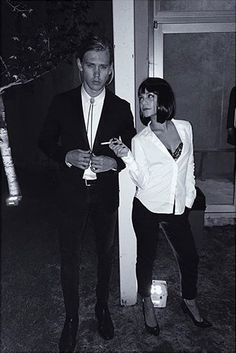 Hallowen Costume Couples Any Pulp Fiction fans? Take a queue from Vanessa Hudgens and Austin Butler who dressed up as the movie's main characters Mia Wallace and Vincent Vega last Halloween! Couples Halloween, Cute Couple Halloween Costumes, Looks Halloween, Halloween Outfits, Halloween 2015, Halloween Photos, Movie Character Halloween Costumes, Happy Halloween, Celebrity Couple Costumes