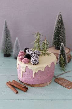 blackberry & black currant cake * Where does inspiration come from? Food Cakes, Cupcake Cakes, Cake Cookies, Slow Cooker Desserts, Sweet Recipes, Cake Recipes, Dessert Recipes, Black Currant Cake, Drip Cakes