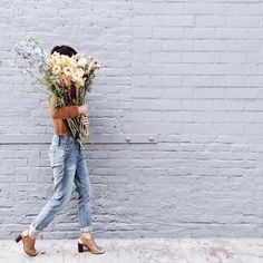 How cute is this outfit and those flowers?! This would be a really simple picture to take and I could collaborate with a florist to help promote their Instagram...