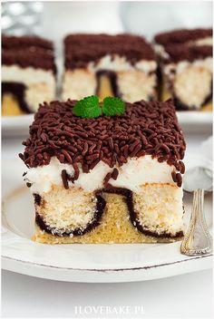 ciasto poranna rosa Sweet Recipes, Cake Recipes, Tiramisu, Red Velvet, Food And Drink, Baking, Ethnic Recipes, Food Cakes, Blog