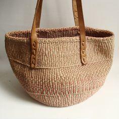 woven straw bag / sisal bag / southwestern by OldBaltimoreVintage(Diy Bag Beach) Cute Tote Bags, Textiles, Basket Bag, Diy Bags, Basket Weaving, Woven Baskets, Sisal, Handbag Accessories, Jute