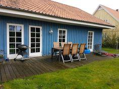 Wir suchen einen Nachmieter zum 1.9. (gegebenfalls auch schon ab 1.7. oder 1.8.) für ein EFH im dänischen Stil in Neuberend. Das Haus hat eine Südterrasse, die vom Wohnzimmer, vom Büro und vom 3. Zi. aus erreichbar ist. Ein Doppelcarpot bietet Platz für zwei Fahrzeuge.Die Kaltmiete beträgt 590 € kalt, zzgl. Fernwärme (wir zahlen aktuell 119 € im Monat bei einem 2-Personen-Haushalt) und zzgl. NK (Wasser/Abwasser, Müll) und zzgl. Strom.Haustiere sind nach Vereinbarung mit dem Vermieter…