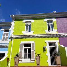 The Lime Grove Cottage in Kaapstad se middestad bied kleurvolle verblyf in alle opsigte! V&a Waterfront, Coffee Places, Corner House, Bed Reviews, Double Beds, Woodstock, Cape Town, Townhouse, Lime
