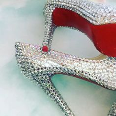 moda chick When Your Love Has Gone Platinum Most of the million Americans who'll tie the knot in Zapatos Bling Bling, Bling Heels, Sparkly Heels, Red Sole Heels, Red Stiletto Heels, High Heels, Bridal Heels, Wedding Shoes Heels, Pearl Shoes