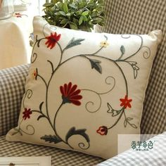 Cushion Embroidery, Jacobean Embroidery, Hand Embroidery Flowers, Hand Embroidery Patterns, Ribbon Embroidery, Embroidery Art, Embroidery Stitches, Machine Embroidery, Cushion Cover Designs