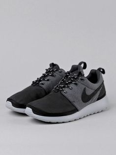 nikes Casual Shoes Womens casual nikes shoe. Can wear up or folder down. Size w7 nikes Shoes Ankle Boots  Booties