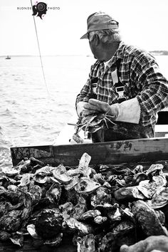 Beautiful black and white photo by the blonde photographer: oystering on the choptank