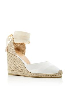 This **Castañer** canvas espadrille is rendered in canvas and features a wedge heel.