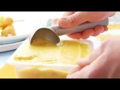 Sorbet minute à la mangue, brochette de fruits et tuile au caramel - YouTube