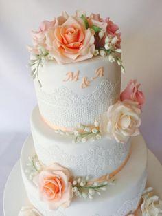 Svadobná s ružami, wedding cake, Autorka Layla A, tortyodmamy.sk