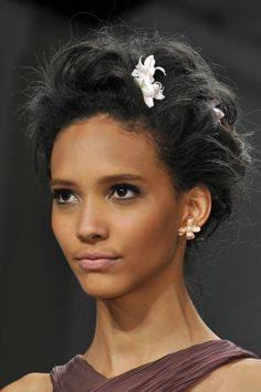 Undoubtedly, the top spring hair trends for 2014 has to be wearing romantic flowers and undone hairstyles giving you a Boho look. As seen on the catwalk, Dolce & Gabbana, Zac Posen, and Anna Su… Spring Hairstyles, Wedding Hairstyles, Cool Hairstyles, Zac Posen, Bad Hair, Hair Day, Beauty Trends, Gorgeous Hair, Fashion Week