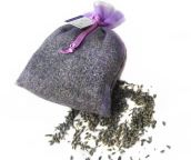 Give yourself some TLC with an aromatherapy herbal bath tea recipe. Blend your own essential oils and herbs to soothe your nerves and soften your skin. Scented Sachets, Lavender Sachets, Lavender Oil, Scented Pinecones, Homemade Air Freshener, Bath Tea, Milk Bath, Mother's Milk, Rice Bags