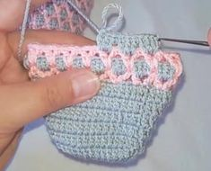 HONEYCOMB Honey Pattern Making Fingers hünerlipar section of information related to. Stitch Crochet, Free Crochet Bag, Crochet Slippers, Crochet Motif, Knitting Socks, Free Knitting, Knitting Patterns, Crochet Patterns, Crochet Lego