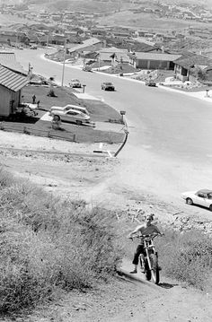 A great photo of San Diego's suburban sprawl in the Late In this shot a kid rides his dirt bike trough some of the undeveloped land. Retro Motorcycle, Vintage Motocross, Kids Ride On, Kids Bike, Dirtbikes, Street Bikes, Great Photos, Mountain Biking, San Diego