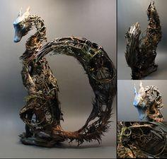 Dragon, cerf, phénix, sanglier ou une tortue qui accueille un arbre au sommet de sa carapace... Ce sont les créatures qui peuplent l'univers imaginaire d'Ellen Jewett, une artiste qui sculpte des animaux hors du commun à vous en mettre plein la vue !Ellen Jewett est une a...