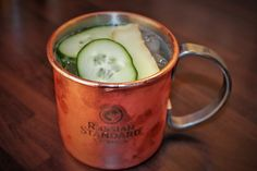 Lust auf einen erfrischenden und würzigen Moscow Mule ? In diesem Weekend Starter Post gibt es das Rezept für einen klassischen Moscow Mule!  #weekendstarter #cocktails #drinks #recipe #moscowmule Ginger Beer, Cocktails, Drinks, Post, Moscow Mule Mugs, Tableware, Foods, Recipe, Craft Cocktails