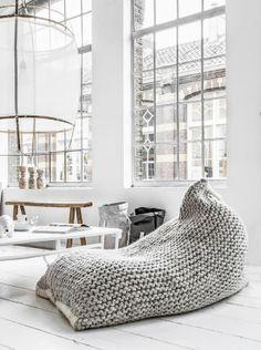 Woah! Wer würde jetzt auch lieber den Sonntag auf diesem Sitzsack genießen? Hier entdecken und kaufen: http://sturbock.me/fYn