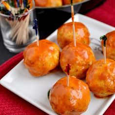 Feta-Stuffed Buffalo Chicken Meatballs Love these. I also mix extra feta with the meatball mixture. Franks buffalo sauce is delicious. Finger Food Appetizers, Healthy Appetizers, Appetizer Recipes, Picnic Recipes, Picnic Ideas, Picnic Foods, Buffalo Chicken Meatballs, Stuffed Meatballs, Tapas