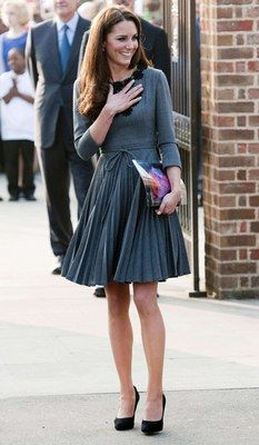 Kate Middleton in a signature style dress © Sipa - Get the Look: The Kate Middleton Dress