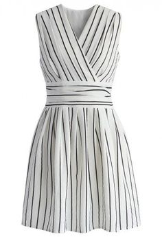 stripe dress direct link: http://rstyle.me/n/584xbun5w