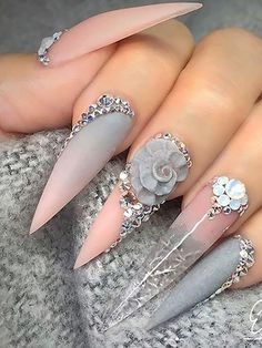 67 Gorgeous trendy stiletto nails in Stilettos nails are somehow resembling almond nail shape, but they are much edgier than that. Indeed this shape is about the length and the sharpness . Best Acrylic Nails, Acrylic Nail Designs, Nail Art Designs, Gold Stiletto Nails, Pointy Nails, Nail Swag, Fancy Nails, Bling Nails, Nagel Bling