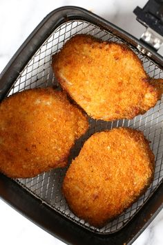 These Crispy Boneless Breaded Pork Chops come out moist on the inside and crispy on the outside! An easy air fryer recipe that takes only 12 minutes to cook. Air Frier Recipes, Air Fryer Oven Recipes, Air Fryer Dinner Recipes, Air Fryer Recipes For Pork Chops, Power Air Fryer Recipes, Air Fryer Pork Chops, Nuwave Air Fryer, Air Fried Food, Boneless Pork Chops