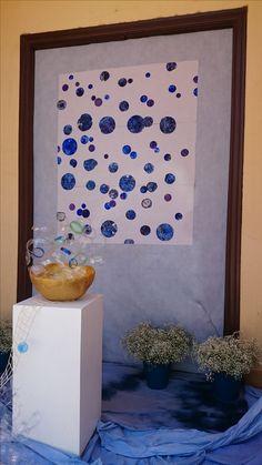 Instalacion realizada con elementos reciclados, azulete, paper machee...etc.
