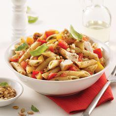 Pennes au poulet, pesto et bruschetta - 5 ingredients 15 minutes Bruchetta, Pasta Salad, Macaroni, Bbq, Cooking Recipes, Menu, Lunch, Chicken, Ethnic Recipes