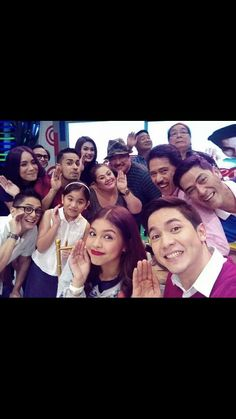 Pabebe wave lahat....group selfie :)  Alden Richards and Maine Mendoza ♡