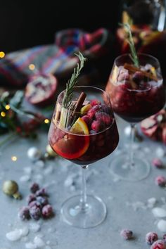 The 8 decorative objects tend to offer Christmas! Cranberry Sangria, Red Sangria Recipes, Sangria Cocktail, Margarita Recipes, Orange Recipes, New Year's Eve Cocktails, Summer Cocktails, Christmas Sangria, Vodka Lime
