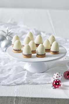Snehobiele osie hniezda  Recept   Dr. Oetker Christmas Sweets, Christmas Baking, Christmas Cookies, Sweet Recipes, Cake Recipes, Mini Pizza, Sweet Cooking, Sweet Bar, Desert Recipes