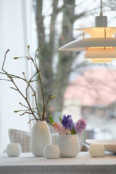Zum Glück..... #interior #einrichtung #einrichtungsideen #blumen #deko #decoration #dekoration #flowers #tischdeko #esstisch #lila #rosa #weiß #hyazinthen  Foto: Kerstin S.