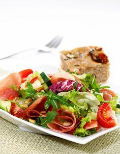 En liten lunsjsalat eller kjapp middag med brød.