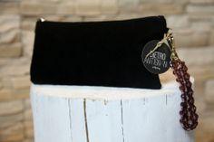 Modello #Pochette con #bracciale gioiello detachable. I bracciali gioiello sono realizzati a mano da un esperta artigiana.