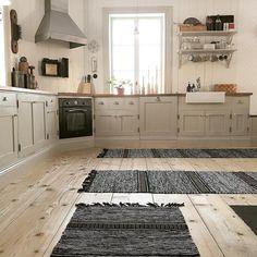 Luxury Flooring, Diy Flooring, Timber Flooring, Carpet Flooring, Beige Kitchen, Quality Carpets, Küchen Design, House Rooms, Kitchen Interior