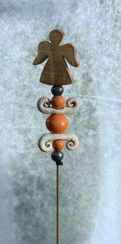 Weihnachtsdeko - Stele Engel Holz Keramik Unikat Frostfest - ein Designerstück von Kleine-Toepferei bei DaWanda