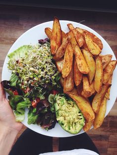 """aspoonfuloflissi: """"Potato wedges, mashed avocado and salad with sprouts  peeerfect dinner! """""""