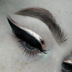 Liner stuff - metallic powder- Copper mixed with gloss Metal crush eyeshadow- Thunderstruck black… Makeup Goals, Makeup Inspo, Makeup Art, Makeup Tips, Beauty Makeup, Hair Makeup, Eye Makeup Glitter, Metallic Makeup, Make Up Inspiration