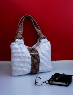 Amazing that anyone can do this out of recycled grocery bags!! White and Brown…