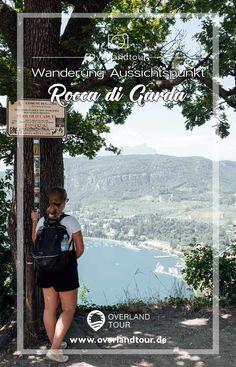 """Die Wanderung Rocca di Garda zum Aussichtspunkt La Rocca startet in Garda bei Bardolino. Die kleine Gemeinde """"Garda"""" am Gardasee ist der Startpunkt zur kleinen Wanderung hoch zum """"Rocca di Garda"""". Der 291 Meter hohe Berg Rocca di Garda bietet seinen Bezwingern einen herrlichen Blick auf Garda und bei klarem Wetter über den Gardasee. Die Wanderung zum Aussichtspunkt La Rocca ist technisch nicht schwer, 2 Kilometer lang und der Wanderweg ist für jeden Wanderer & Familien geeignet. #roccadigarda"""