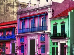 Cuba, L'Havana, Multicolored Houses