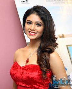Ritabhari: The premiere of Bawal which stars Saayoni Ghosh, Ritabhari and Arjun Chakrabarti, turned up to be a glamorous and fun filled event as the cast and crew of the movie turned up at Navina Cinema recently.  Read more: http://www.washingtonbanglaradio.com/content/64983015-fun-filled-premiere-commenced-bawal#ixzz3dLeEekOH Via Washington Bangla Radio® Follow us: @tollywood_CCU on Twitter