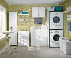 This Charm style #laundry area makes optimal use of all available room.   Dans cette salle de #lavage de style Charme, l'optimisation de l'espace est à l'honneur. #storage #rangement