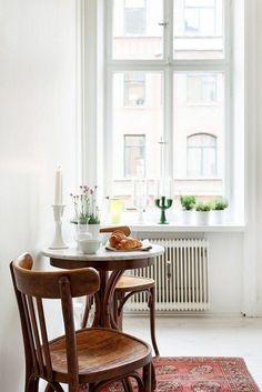 Minimalist Furniture Small Kitchen Table And Chairs - Small Kitchen Tables, Small Space Kitchen, Kitchen Nook, Apartment Kitchen, New Kitchen, Kitchen Dining, Kitchen Decor, Design Kitchen, Kitchen Ideas