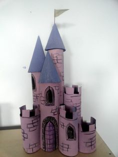recycle roll of toilet paper, castle with rolls of toilet paper . - Medicine Cabinets Pin - - recycle roll of toilet paper, castle with rolls of toilet paper . Paper Roll Crafts, Cardboard Crafts, Childrens Castle, Imprimibles Toy Story Gratis, Diy For Kids, Crafts For Kids, Castle Crafts, Cardboard Castle, Toilet Paper Roll