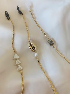 Excited to share this item from my shop: Eyeglasses Chain - Glasses Chain - Eyeglass Chain Gold - Eyeglass Holder - Eyeglass Necklace - Gold Chain - Handmade Jewelry - Pearl Chain Charm Armband, Lunette Style, Wedding Rings Sets Gold, Pearl Chain, Leather Necklace, Brass Necklace, Necklace Box, Bijoux Diy, Chain Earrings
