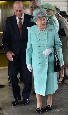 Stepping off the Royal Train at Cardiff Central Station with the Duke of Edinburgh, the Queen looked delightfully summery in a double breast...