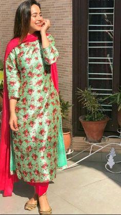 Simple Kurti Designs, Kurta Designs Women, Salwar Designs, Blouse Designs, Dress Indian Style, Indian Fashion Dresses, Stylish Dresses, Simple Dresses, Long Dresses