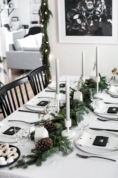 These Christmas table setting ideas are so cute for Christmas in July party ideas! I'm so glad I found these Christmas table centerpieces and for a simple Christmas table! Now I have some great whimsical Christmas table decor ideas to try in our home! Natural Christmas, Simple Christmas, Beautiful Christmas, Christmas Home, White Christmas, Elegant Christmas, Christmas Gifts, Christmas Table Centerpieces, Christmas Table Settings
