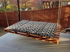 platzsparende idee bett an der decke befestigen renato arrigo ... - Platzsparend Bett Decke Hangen
